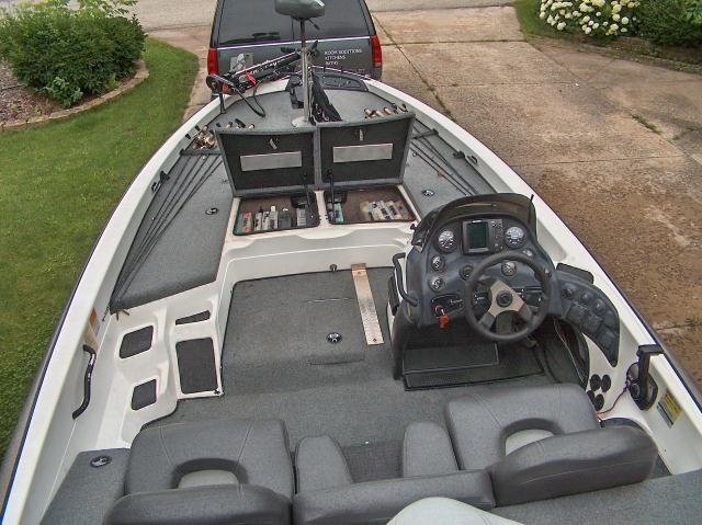 2000 929cdx Bass Boat